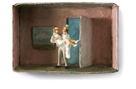 Hochzeit, Paar, über die Schwelle tragen,