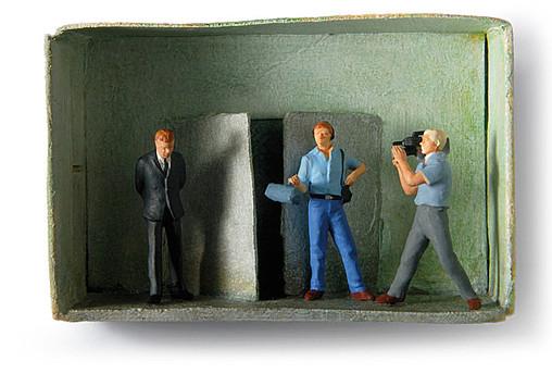 Du sollst nicht falsch Zeugnis reden, Politik, Banken, Bosse, Lügen, Streichholzschachteln, Figuren